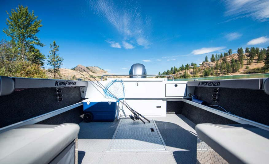 Better fishability with large cockpit, side rod storage, wide flat gunnels for easy downrigger mounting, 44 USG transom fish locker – it fishes as good as it looks