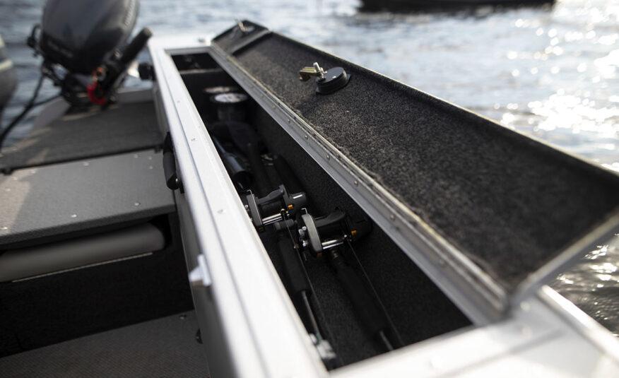 Lockable gunnel rod storage