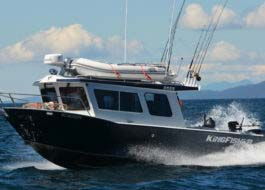 Make it another best day with our extended transom pilot house 2625 Coastal Express
