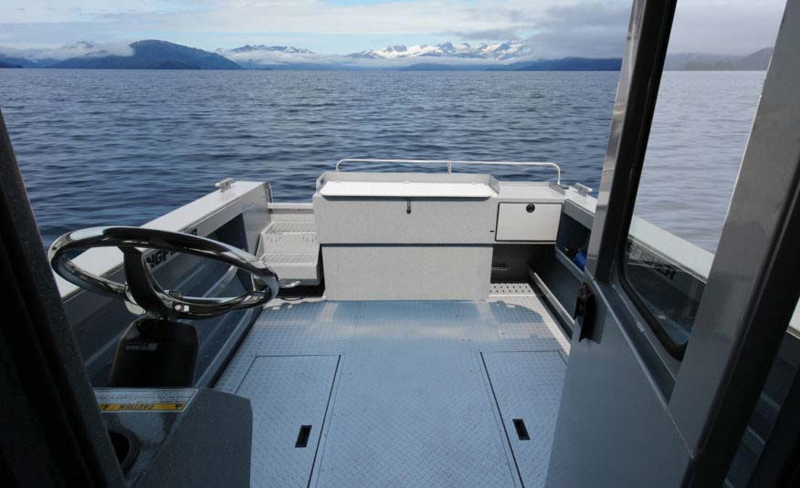 11' cockpit with our exclusive EZ Clean diamond deck floor with pump outs – fishing just got a whole lot smarter