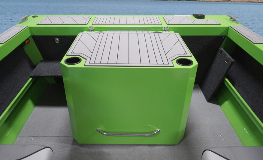 Comfortable – motor box with jump seats or full-width rear bench with sun pad