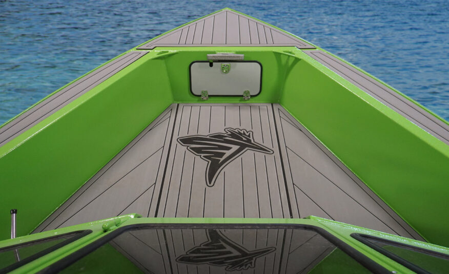 Open bow with Ultradeck comfort, under bow storage and a rope locker